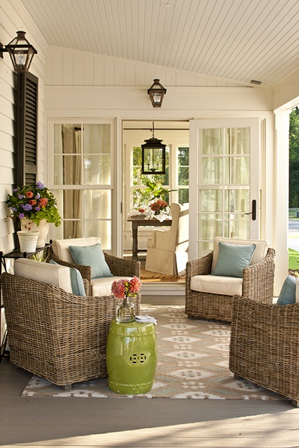 Idea for a porch...Photo credit: julieblanner.com.