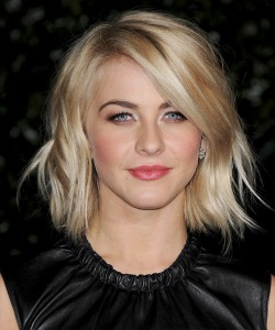 YOUR INSPIRATION PHOTO:  Julianne Hough...even though she's in her twenties and I am clearly not in my twenties, her cut has a lot of style. Plus, her texture is a lot like my own. Sometimes, she wears it wavy.