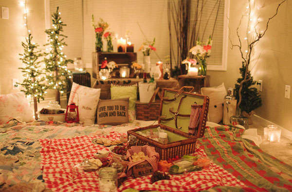 Beautiful carpet picnic from in.lifestlye.yahoo.com