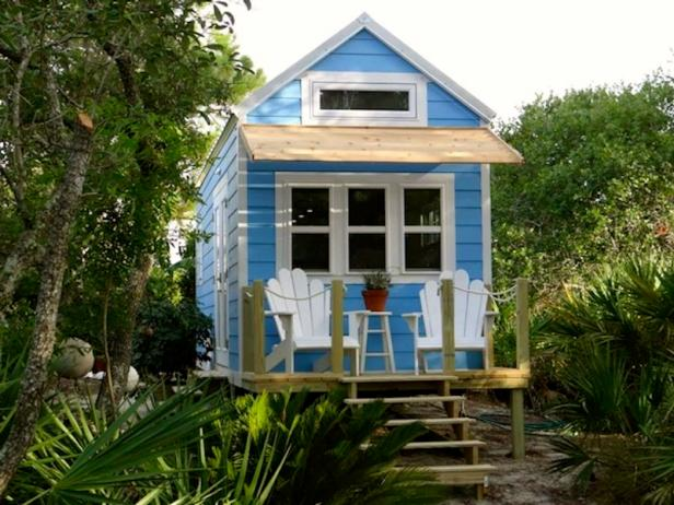 HG-DISP_Tiny-House-trailers-little-beach-cottage-on-wheels-by-signatour-tiny-houses-001.jpg.rend.hgtvcom.616.462